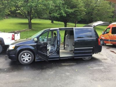 2008 Dodge handicap van