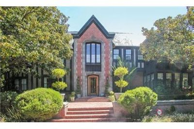 Burlingame, Great Location, 6 bedroom House.