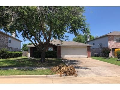 3 Bed 2 Bath Preforeclosure Property in Grand Prairie, TX 75052 - Guilia Dr