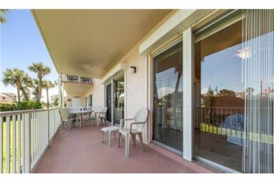 1,056 sq. ft. Condo, 2 bedrooms - come and see this one. Parking Available!