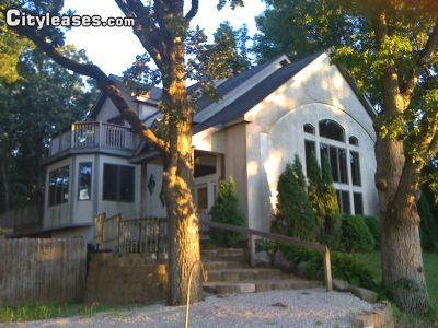 $10000 4 single-family home in Walworth County