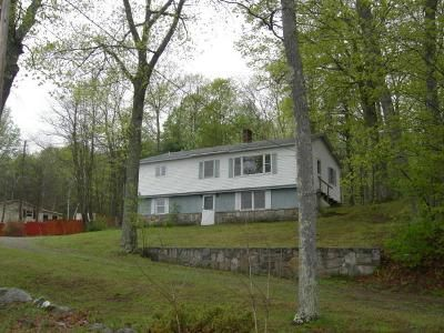 3 Bed 1 Bath Foreclosure Property in Albion, ME 04910 - China Rd