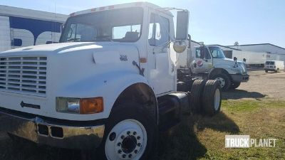 2000 International 4700 S/A Day Cab Truck Tractor