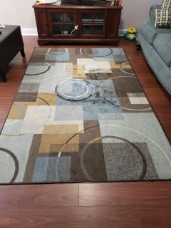 Area rug.smoke and pet free.great shape just redecorating..