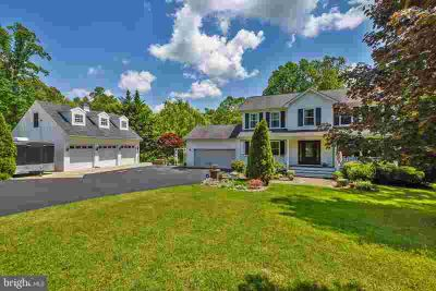 6990 Orchard View Ln HUGHESVILLE Four BR, A private oasis is