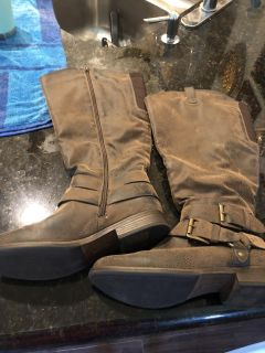 Size 9 Great condition tan boots