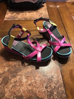 Girl sandals size 3. $1.00