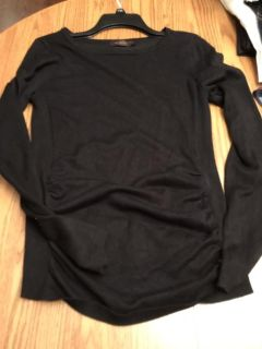 Size M The Limited light weight sweater. Gathers in front. No snags etx