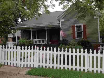 Franklin Street Milledgeville Two BR, Charming cottage steps
