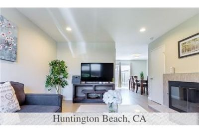 Pet Friendly 2+1.50 Apartment in Huntington Beach. Parking Available!