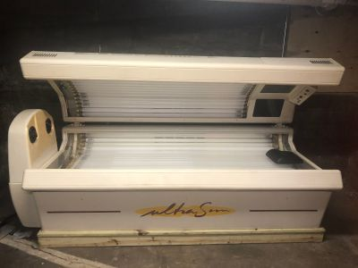 Tanning bed , from brad Olson salon , all new bulbs In fall 2017, face tanner , 220 can use
