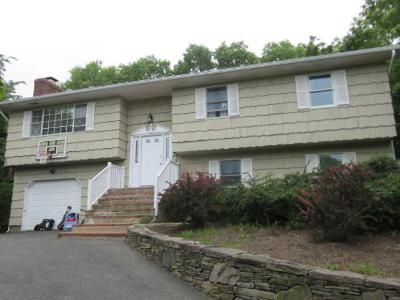 3 Bed 1 Bath Foreclosure Property in Sag Harbor, NY 11963 - Ridge Rd W