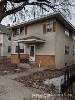 3 Bedroom Apartment Near U of M-2nd Floor