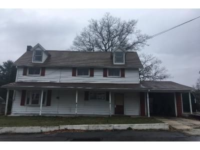3 Bed 1 Bath Preforeclosure Property in Pottsville, PA 17901 - Upper Beechwood Ave