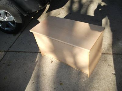 TOY BOX WITH LID REASONABLE VERY CLEAN