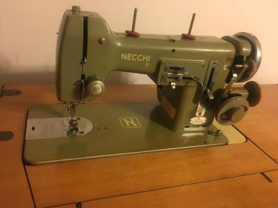 Neechi Vintage Sewing Table and Machine 1950s