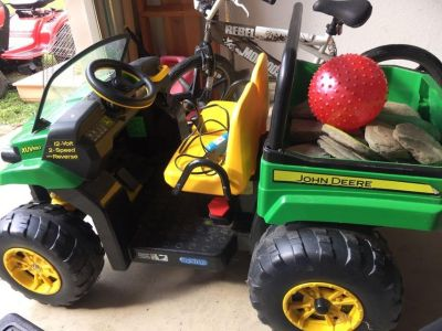 John Deere power wheels, includes battery and charger (doesn t include rocks or ball in the back ) $60
