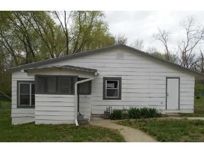 3 Bed 1 Bath Foreclosure Property in Leavenworth, KS 66048 - Elizabeth St
