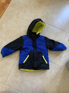 Toddler Boy 3t Winter coat-like new condition! Super warm! Has an inner fleece lining that zips out and can be worn as a fall or spring coat