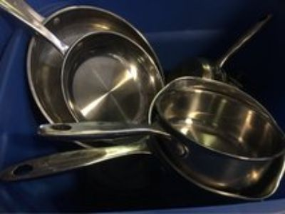 11 pieces Wolfgang puck pans & lids