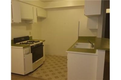 2BD/1BA Unit, Gated & Covered Parking, air conditioning, Great Location