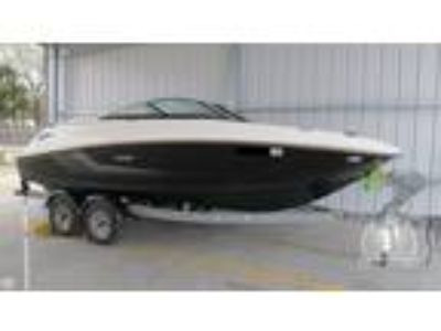 2014 Sea Ray 220 Sun Deck