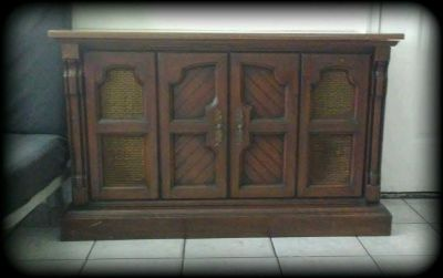 Vintage Magnavox Stereo Console/ Cabinet