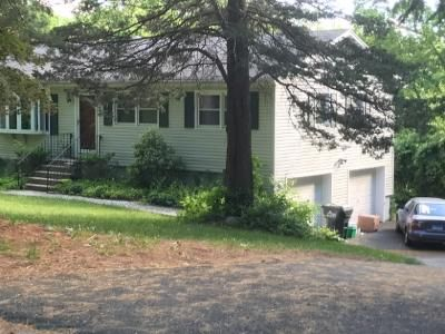 3 Bed 1 Bath Foreclosure Property in Newtown, CT 06470 - Pepperidge Rd