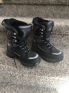 Warm snow boots size 4