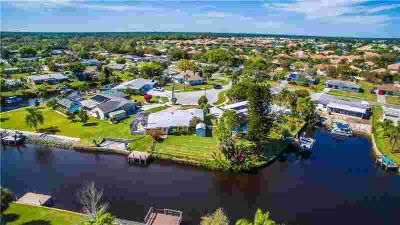 6410 Midas Place NORTH PORT Two BR, be still my heart!
