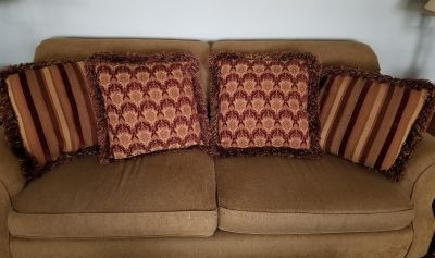4 Sofa Pillows with Down inserts