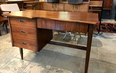 Mid-Century Modern Mainline Hooker Tanker Desk