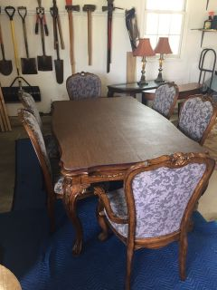 Bassett Mirror Company Dining Room Table and Chairs