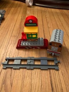 LEGO duplo Thomas the train tidmouth set