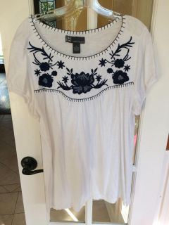 White with blue embroidery top ladies size XL