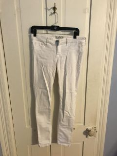 Worn once Hollister white jeans size 5R (regular)