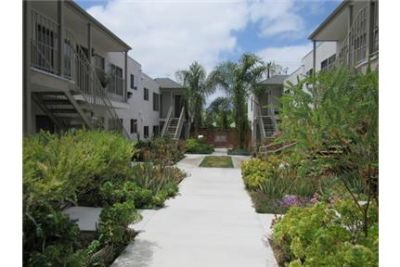 NEWLY REMODELED 2 BEDROOM/1 BATHROOM UNIVERSITY HEIGHTS APARTMENT