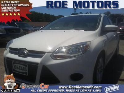 2014 Ford Focus SE (Oxford White)