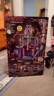 Monster High Freaky Fusion House. Comes with all accessories, additional playsets & original box. Perfect condition, nothing broken.