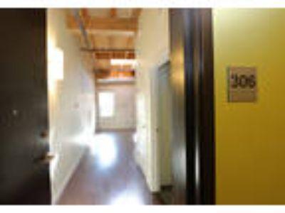 La Pompadour Apartments - One BR One BA 660sq