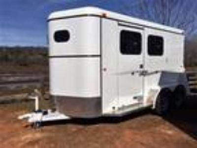 2019 Bee 2 Horse Slant Load Bumper Pull Fully Enclosed