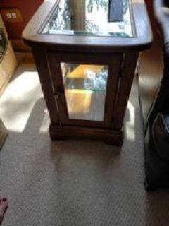 Curio end/side table