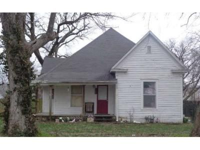 2 Bed 1 Bath Foreclosure Property in Centralia, MO 65240 - Allen Street