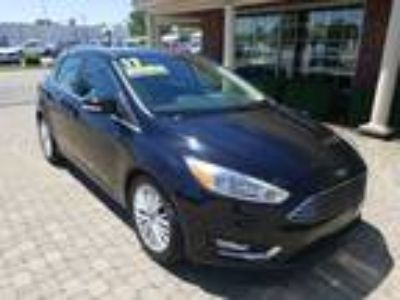 2017 Ford Focus Titanium w Nav, Leather & Sunroof