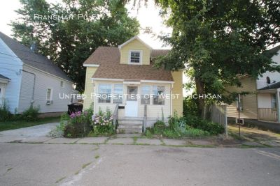 Great SFH Off of Butterworth | 1 Mile from GVSU | New Kitchen