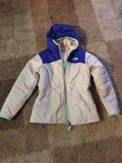 The northface Reversible brand new without tag. Never worn size 18 teens. women small/medium