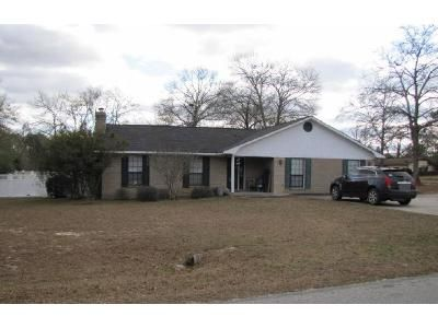 3 Bed 2 Bath Foreclosure Property in Lyons, GA 30436 - W Oglethorpe Ave