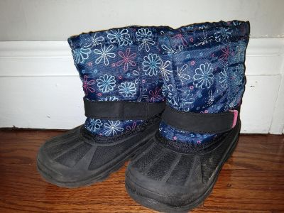 Winter boots toddler/ kids size 8 $5