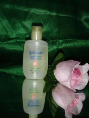 Personal Sized Johnson and Johnson Head to Toe Baby Wash