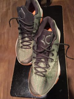 Nike- Kevin Durant size 10 shoe